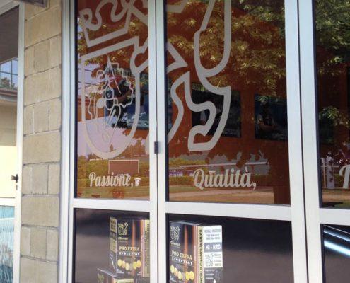 adesivi-personalizzati-vetrine-negozi-verona